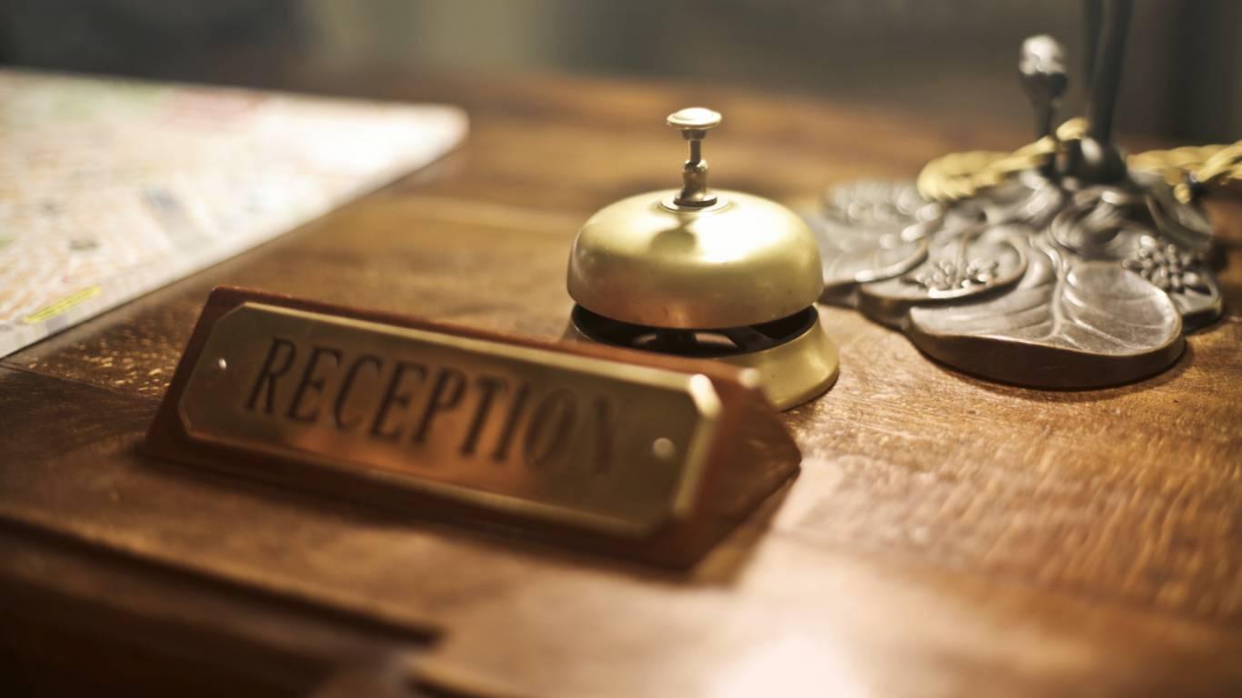 Hotel-Emmaus-Roma-banco-reception